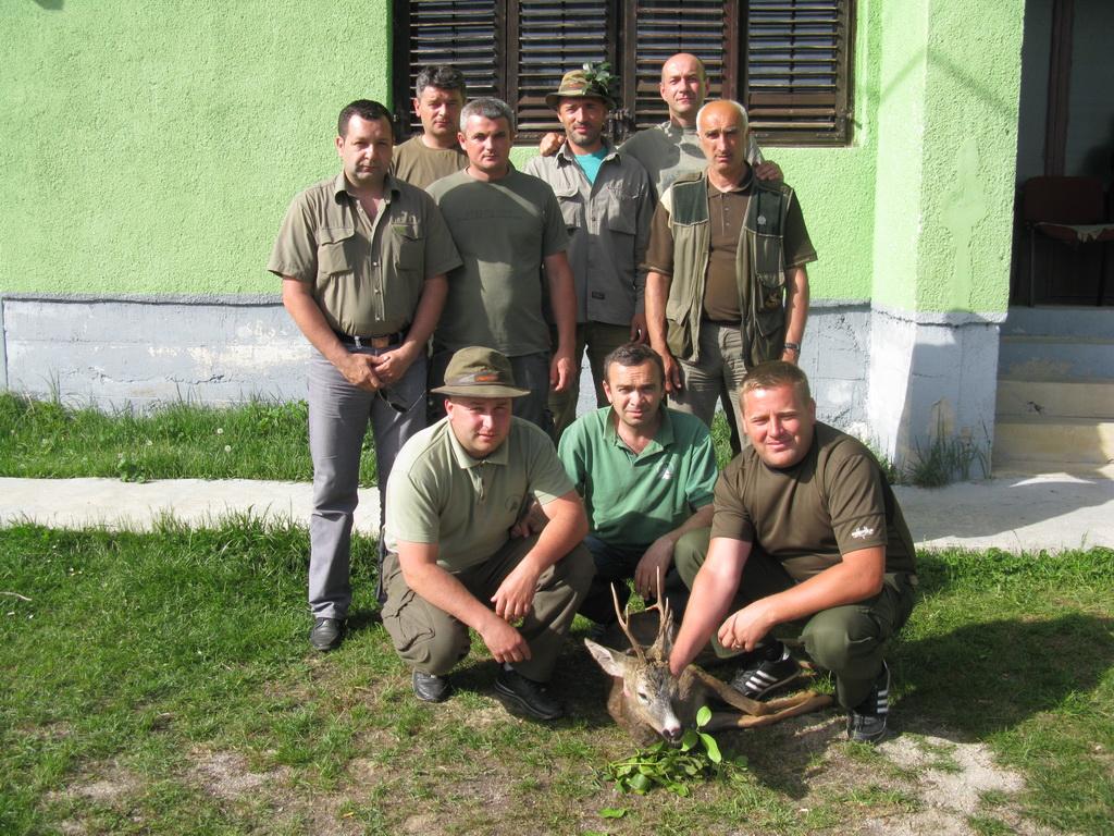 Grupa sa ulovljenim srndaćem 04.05.2013.